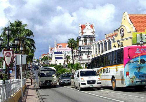 Oranjestad,  un  véritable voyage au milieu d'une infrastructure coloniale