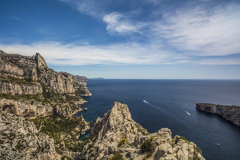 Comment réussir la visite des calanques de Marseille ?