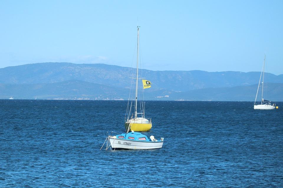 Explorez les îles d'Hyères en voilier !